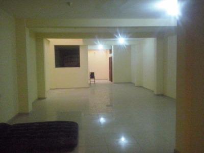 Alquilo Local De 120 M2 En Alameda De El Pinar, Comas