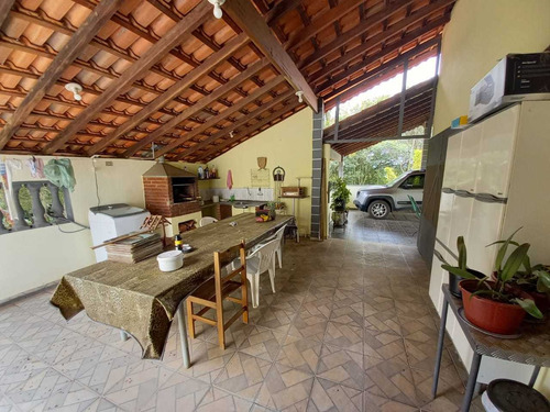 4.000 M², Casa Com 03 Dormitórios, 01 Suíte, E Churrasqueira