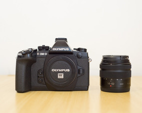 Olympus Om-d Em-1 + Lumix 14-42mm