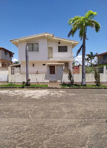 Se Vende Linda Casa De Dos Niveles En La Cornisa