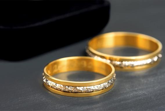 Alianças De Ouro 18k Tradicionais Com Filete De Ouro Branco