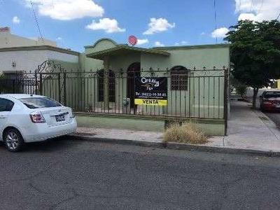 Excelente Casa De Un Nivel Ubicada En Esquina Al Norte De La Ciudad.