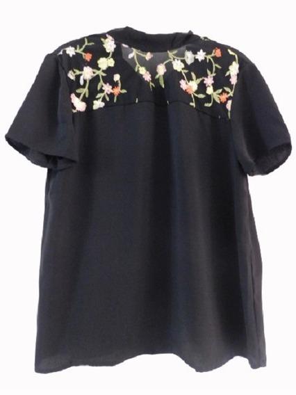 Blusa Negra Bordada