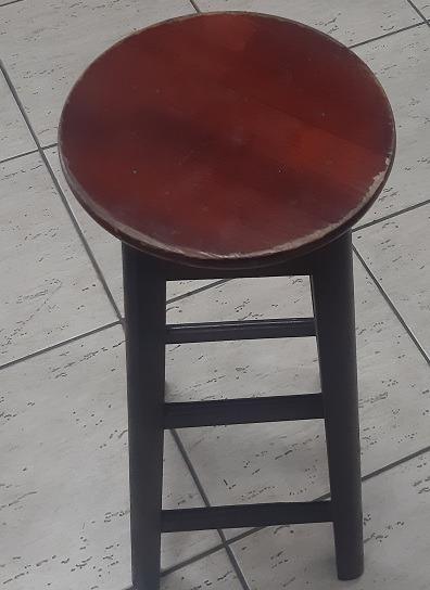 Banqueta Alta De Madeira Redonda