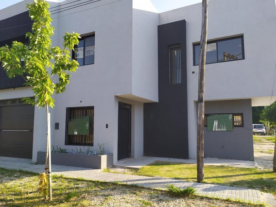 Duplex Venta 2 Dormitorios, 2 Baños- Parrilla Y Cochera - Berisso