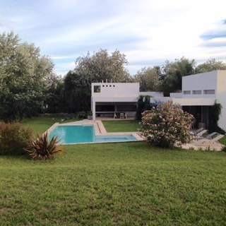 Imagen 1 de 30 de Venta-importante Casa De Categoría Estilo Moderna-villa Allende Golf