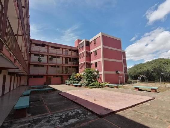 Apartamento En Venta En Barquisimeto 19-16250 Rb