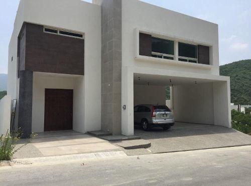 Casa En Venta En Fracc. Carolco Al Sur De La Ciudad (mvo)