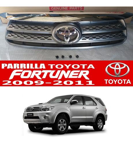 Parrilla Fortuner 2009 2010 2011 Emblema Y Clips De Sujecion
