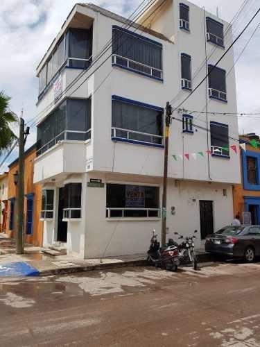 Edificio De 3 Pisos En Río Verde, Impecable