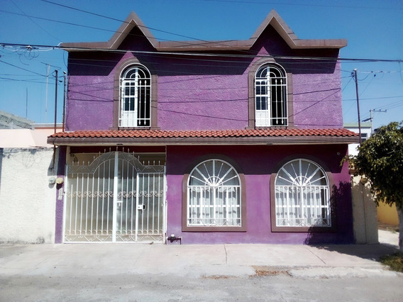 Amplia Casa Con Excelente Ubicación En Zona De Oro Del Bajío