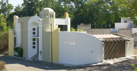 Casa En Zona Tranquila; 300 M2 Lote Arbolado Al Frente