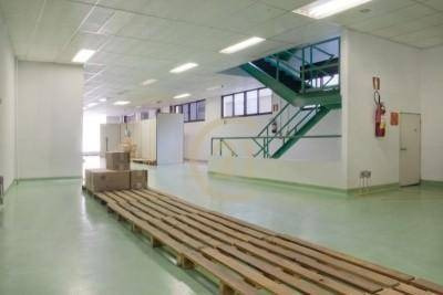 Prédio Para Venda E Locação, 7 Vagas De Garagem 1200 M² - Pompéia - Pr0144