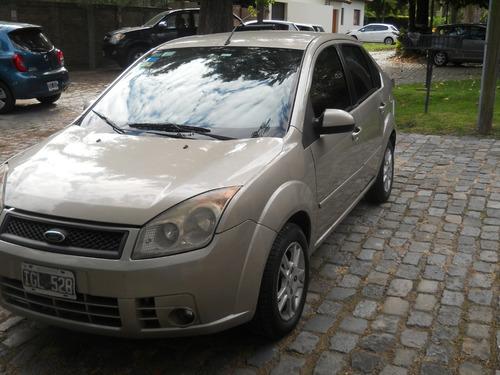 Ford Fiesta Max Full