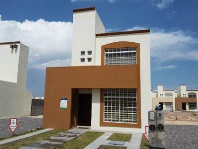 Casa De 2 Plantas, 3 Recamaras En La Moreria