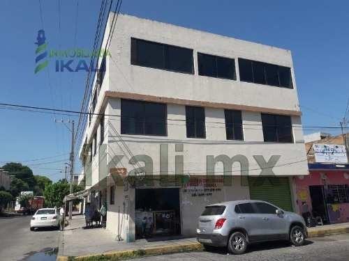 Renta Edificio En Esquina Col. Tajin Poza Rica Veracruz. El Edificio Cuenta Con Una Superficie De Terreno De 130 M² Y Una Superficie Construida De 350 M². En Planta Baja Cuenta Con Un Local Comercial