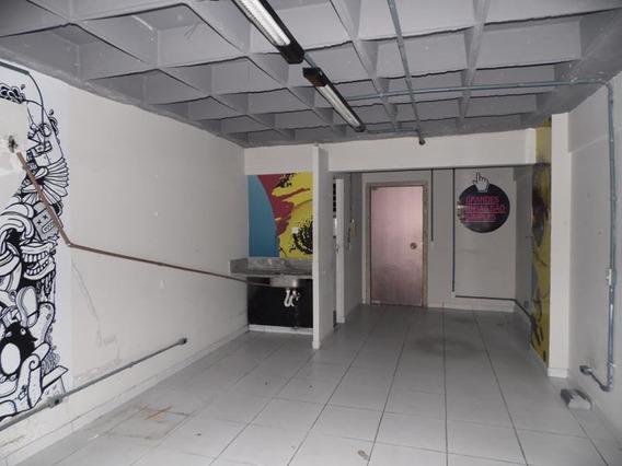 Sala Com Lavabo Dentro Do Shopping Avenida