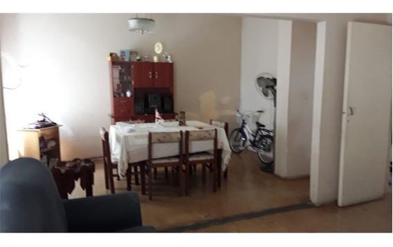 Venta Casa Tres Dormitorios Con Patio Fisherton