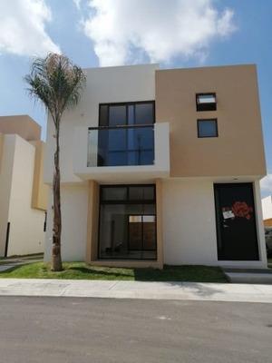 Renta Casa En Fraccionamiento Puerta Real