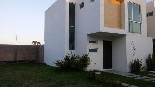 Se Renta Casa Seminueva En Zona Cuautlalcingo En Fracc. Cuenta Con Alberca,cerca De Plaza Uranga