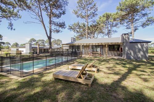 Casa 4 Dormitorios En Pinar Del Faro, José Ignacio- Ref: 2646