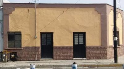 Venta De Casa En Esquina, Zona Centro