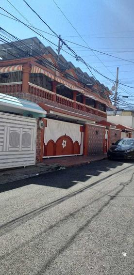 Preciosa Casa De 2 Niveles En La Autopista De San Isidro