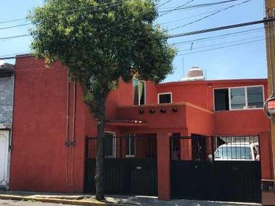 Se Vende Amplia Casa Con Excelente Ubicación A Una Calle De Av. Las Torres !!!!