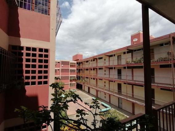 Apartamento En Venta Oeste De Barquisimeto. #20-94 As