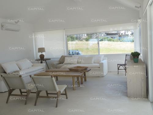 Casa De Cinco Dormitorios En Jose Ignacio - Barrio Privado Pinar Del Faro-ref:26524