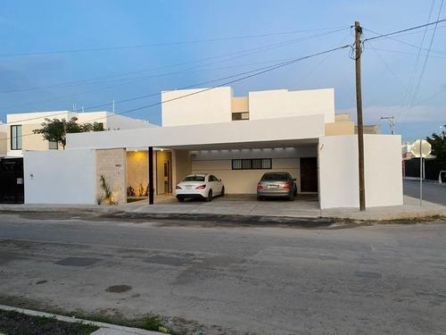Casa En Esquina, Ubicada En Temozon Norte