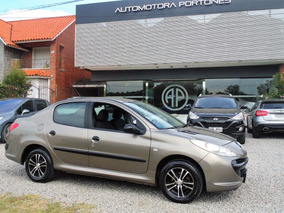 Peugeot 207 1.4 Sedan Xr Permuto Financio