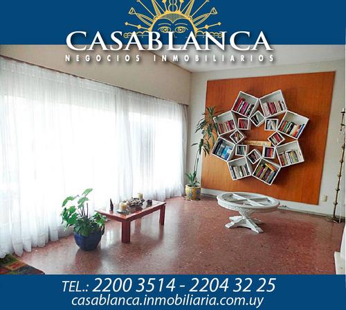 Casablanca - Sobre Bvar. Artigas, Hermosa Casa
