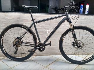 Vendo Uma Bicicleta Cannondale