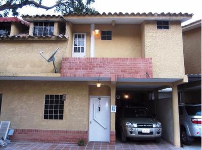 Se Vende Bonito Y Comodo Town House En La Entrada