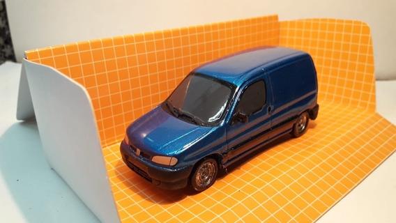 Autito Escala 1.43 Peugeot Partner Furgon Color Azul