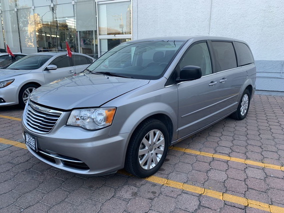 Chrysler Town & Country 4 Puertas