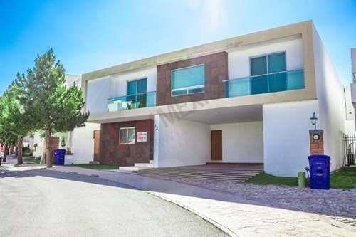 Casa En Renta Frente Área Verde Club De Golf La Loma. $40,000.00. Seguridad, Exclusividad. Acción Incluida