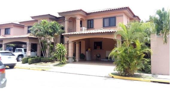 Venta De Casa En Juan Diaz 17-2124hel**