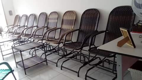 Cadeiras De Balanço Em Fibra Sintética.