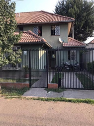 Preciosa Casa En Altos De Quilicura, Áreas Verdes, Colegios