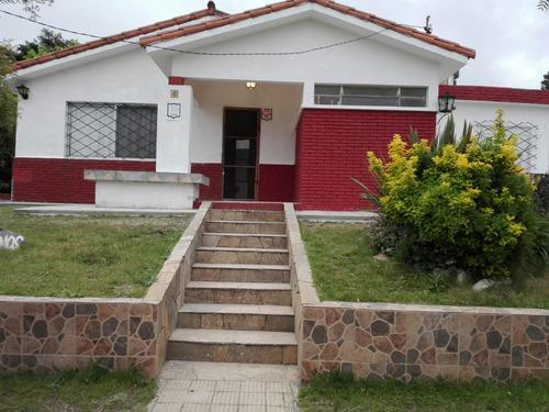 Hermosa Casa. 096 64 64 25