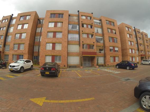Apartamento En Venta Mazuren(bogota) Rah Co:20-645