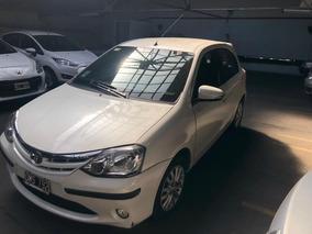 Toyota Etios 1.5 Sedan Xls Blanco Impecable 5 Puertas