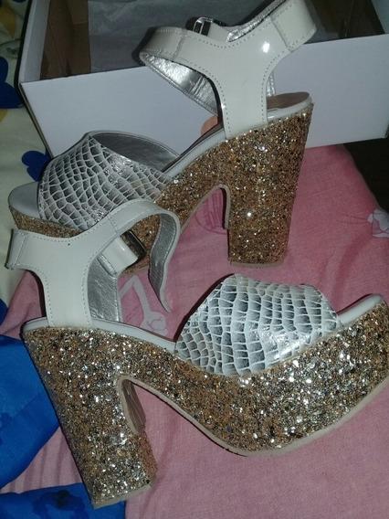 Zapatos Con Brillo En La Plataforma, Marca Romea