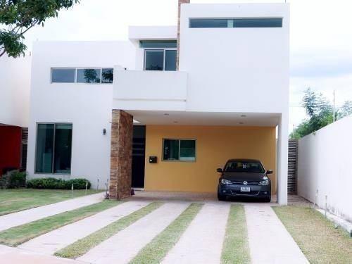 238-564 Casa Conkal Lujo, Privada