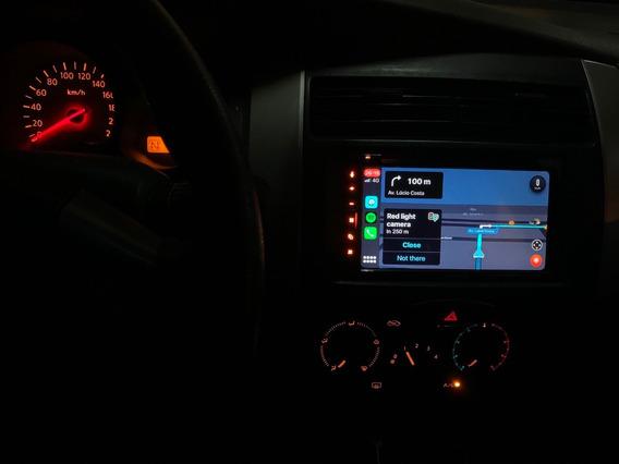 Livina S 1.8 - Automática - Banco Couro + Central Tv + Apple