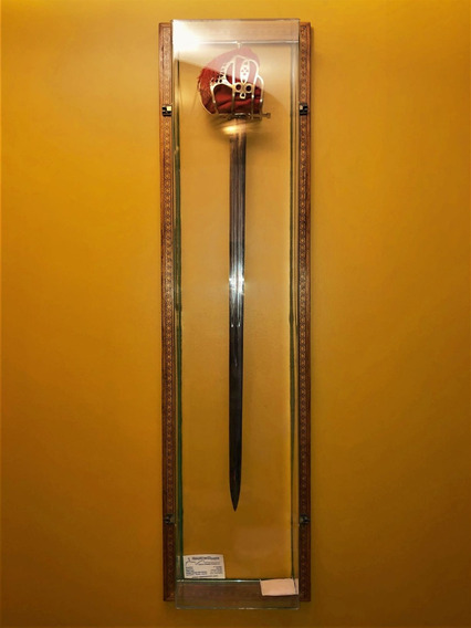 Espada Escocesa Baskethilt Em Vitrine De Acríco Com Moldura