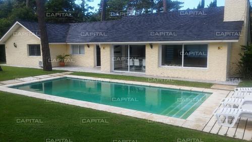 Casa En Playa Mansa En Venta Punta Del Este, Reciclada- Ref: 26557