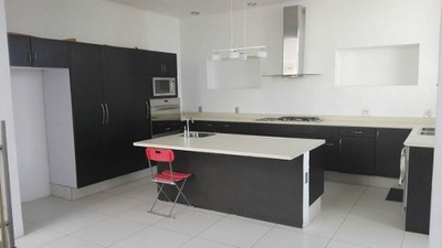 Residencia En Venta / Renta, Diseño Único Y Con Una Vista Increíble